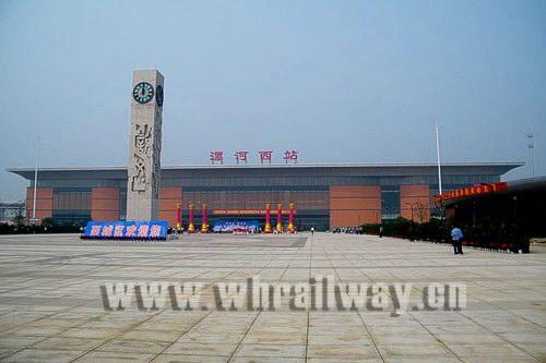 请问从天津西站火车站怎么坐车去白庙客运站 公交路线 还有如果打车高清图片